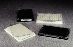 Couvercle pour microplaque à 96 ou 384 puits WWW-Interface