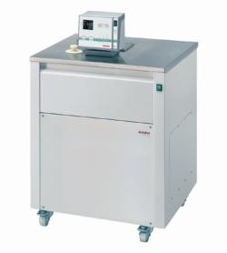 Ultra-cryostat à circulation avec plage de température étendue