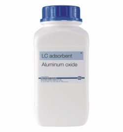 Aluminium oxide adsorbents for low pressure column chromatography
